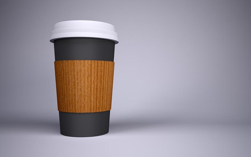 Ekologiški vienkartiniai puodeliai: kokių alternatyvų plastikui yra rinkoje?